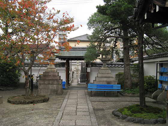 Fukushoji Temple courtyard