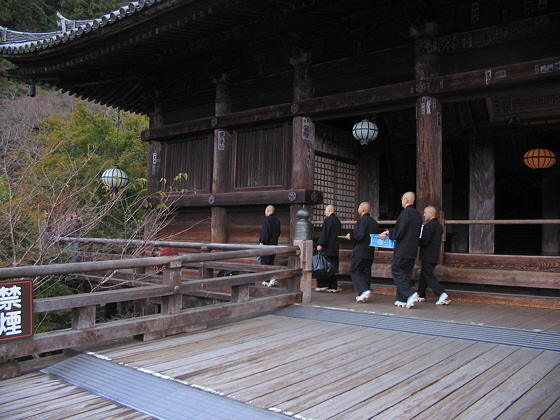 Hasedera Temple monks