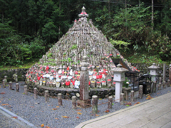 Okuno-in Temple Jizo Mound