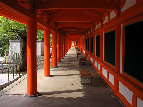 Vermillion columns at Sanjusangendo temple