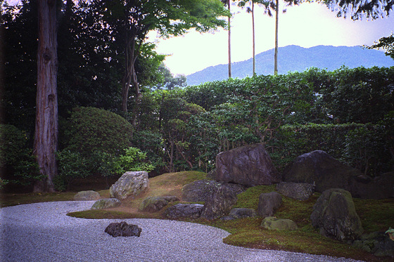 Shinnyodo Temple Garden: borrowed scenery (shakkei)