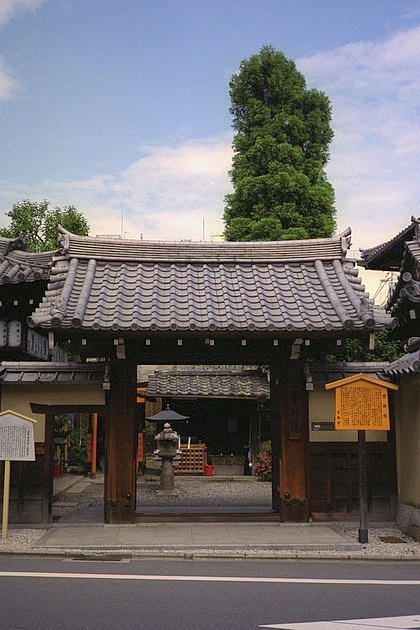 Unrin-in Temple Gate